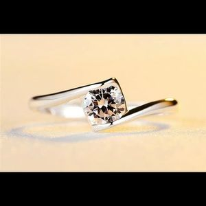 Beautiful White Topaz Silver Ring - Size 6